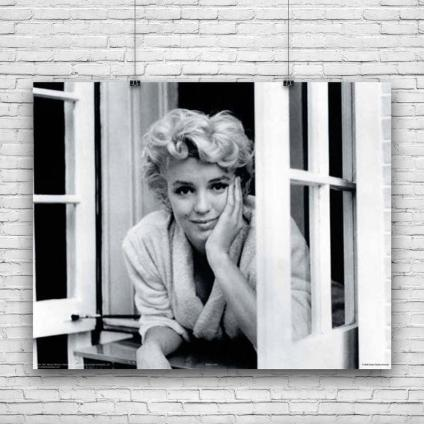 Marilyn white robe